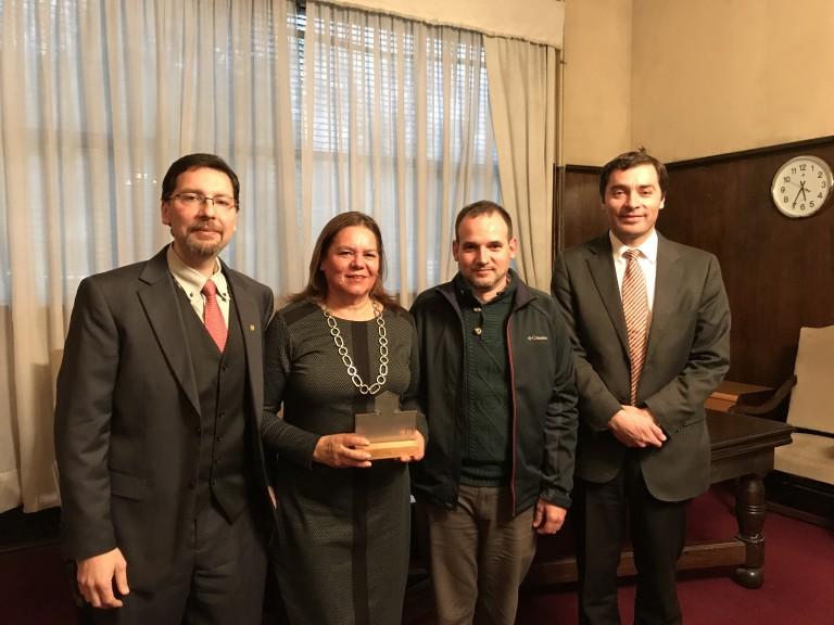 De izq a der: Prof. Felipe Zúñiga, Prof. Karin Reinicke, Prof. Claudia Mardones, y Decano Sr. Ricardo Godoy.