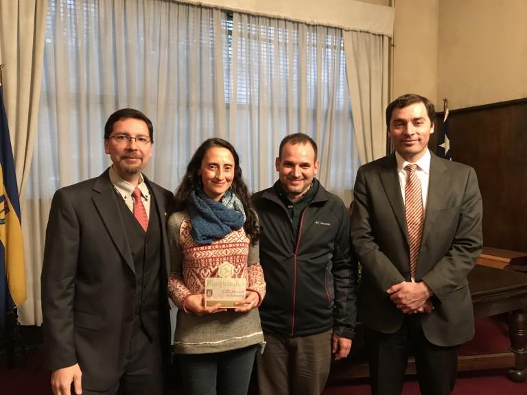 De izq a der: Prof. Felipe Zúñiga, Prof. Marcela Torrejón, Prof. Jorge Toledo y Decano Sr. Ricardo Godoy.